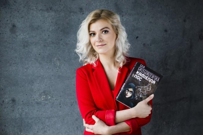 """Beautifull and tallented - Gaja Grzegorzewska with """"Kamienna noc"""" / photo: Wydawnictwo Literackie."""